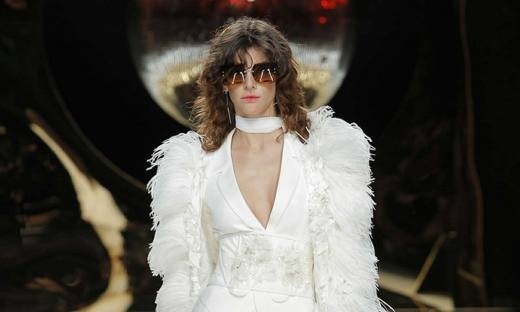 2016秋冬婚紗[Yolan Cris]巴塞羅那時裝發布會