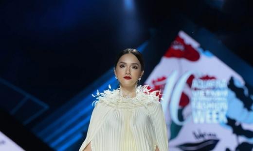 2019/20秋冬[Valenciani By Adrian Anh Tuan]越南時裝發布會